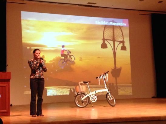 izmir bisiklet sempozyumu süslü kadınlar bisiklet turu