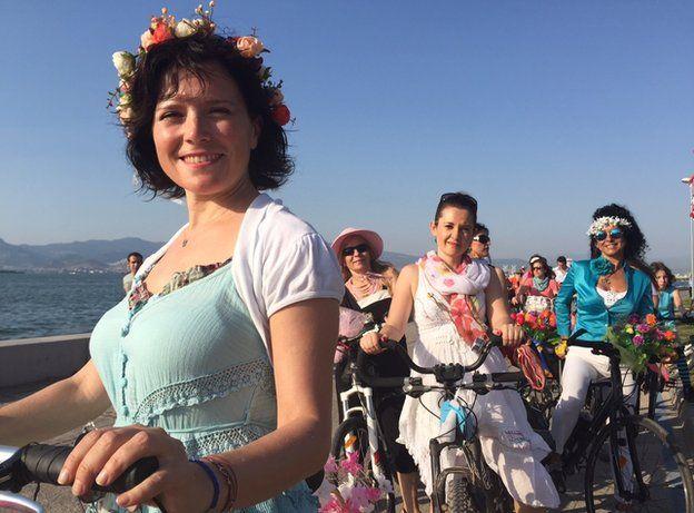 süslü kadınlar bisiklet turu BBC'de