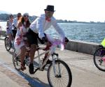süslü kadınlar bisiklet turu erkek katılımı