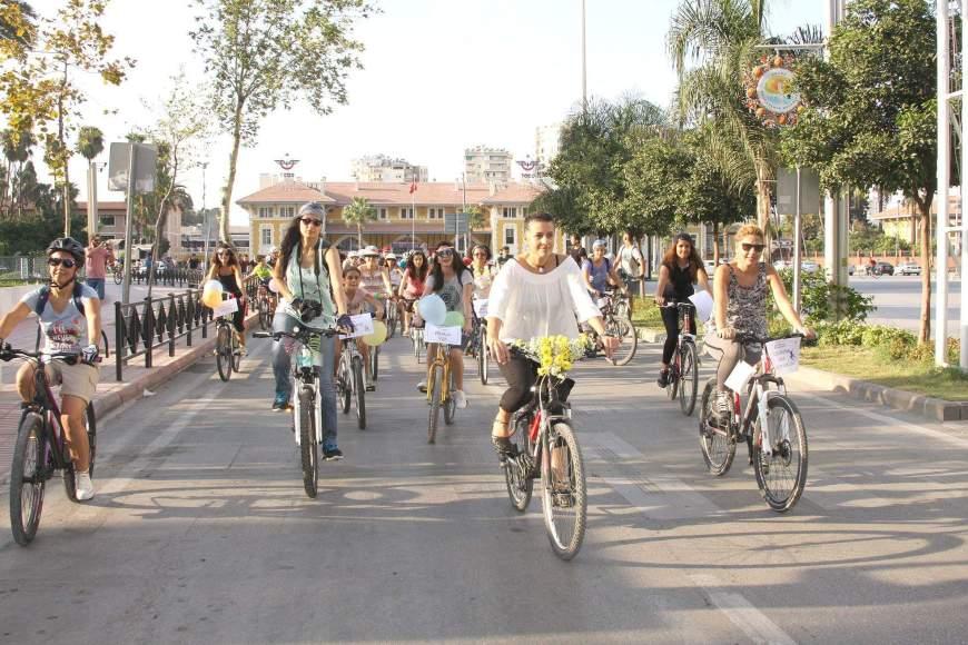 süslü kadınlar bisiklet turu adana