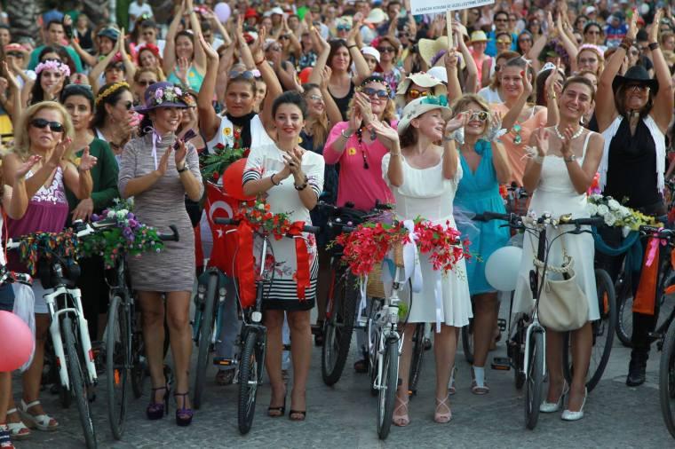 Süslü Kadınlar Bisiklet Turu 2015 İzmir