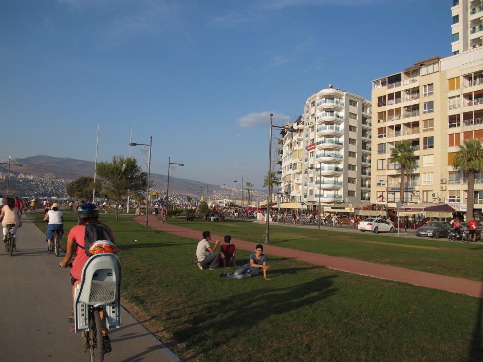 süslü kadınlar bisiklet turu bisiklet yolları