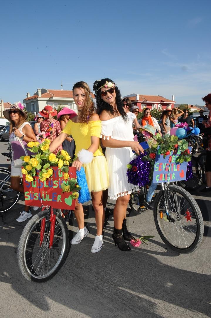 alacati suslu kadinlar bisiklet turu