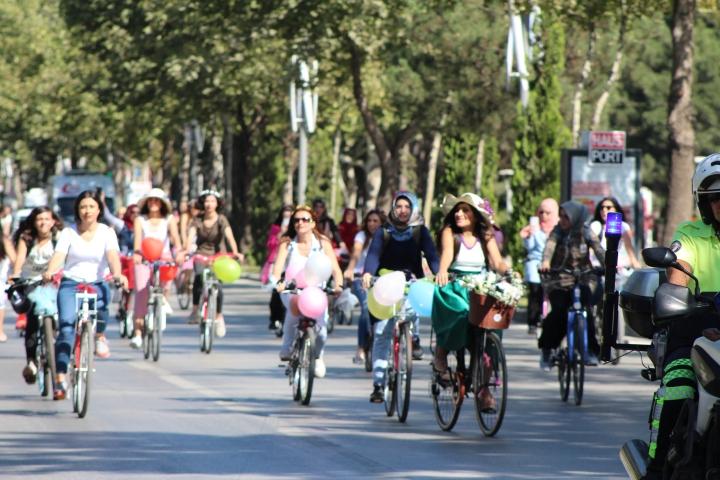 elazığ süslü kadınlar bisiklet turu